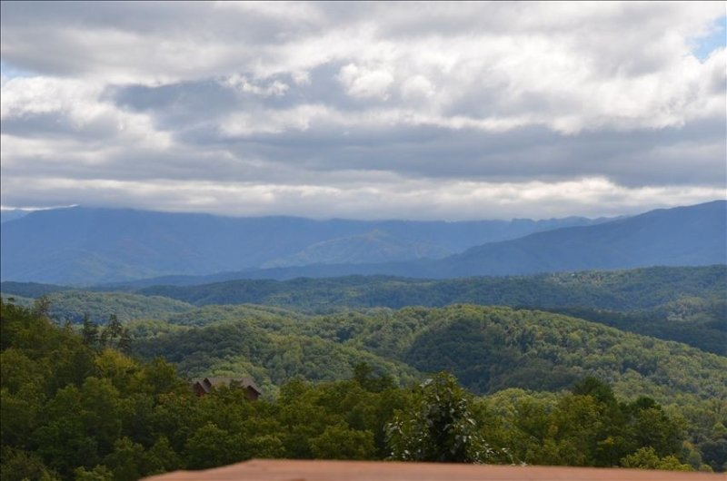 Beautiful View at Bear Den South II - Image 1 - Pigeon Forge - rentals