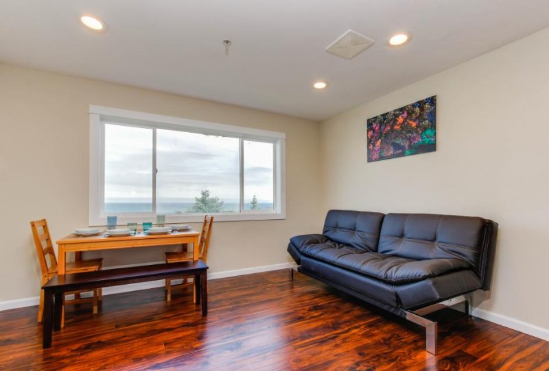 Romantic oceanview suite - easy beach access, dog-friendly! - Image 1 - Lincoln City - rentals