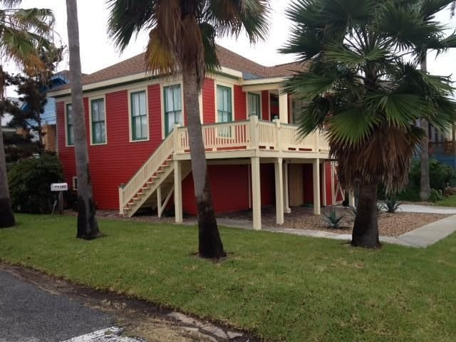 Beach Bungalow on Corner Lot - Cozy Bungalow 2 blocks from the beach - Galveston Island - rentals