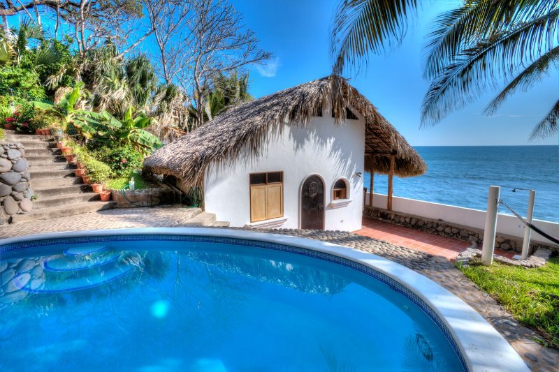 Romantic Casita just steps above the private beach. - Romantic Oceanside Casita w/Direct Access To Beach - La Libertad Department - rentals