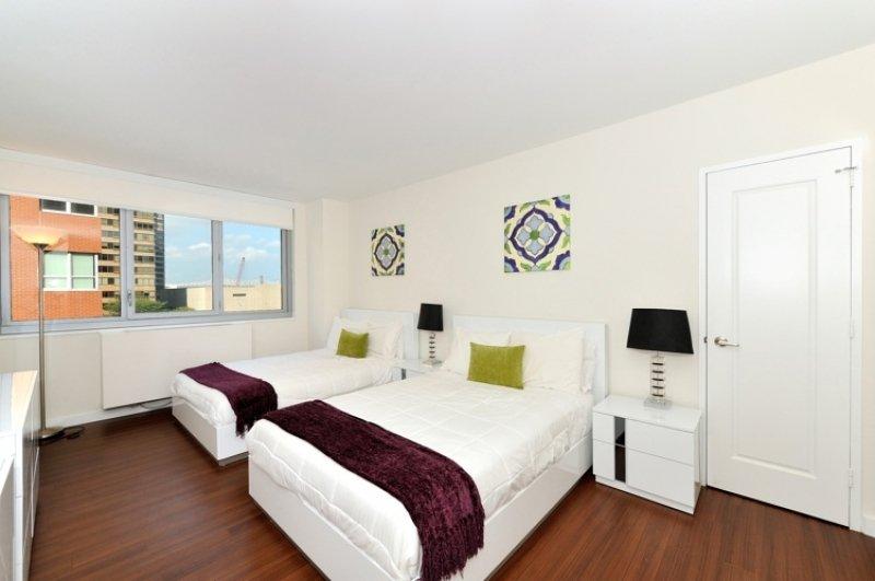Murray Hill 4bdr 5beds 2baths Doorman Apt! # 8755 - Image 1 - Manhattan - rentals