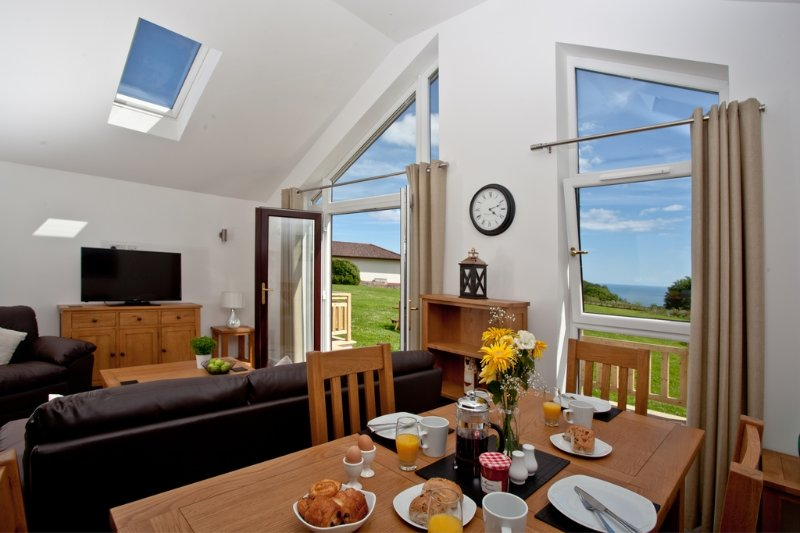 Periwinkle, Stoneleigh Village located in Sidmouth, Devon - Image 1 - Sidmouth - rentals