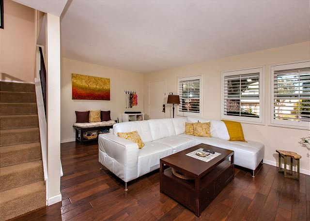 Living Room - Adorable 3 Bedroom Town Home Located Near the Del Mar Race Track - Solana Beach - rentals