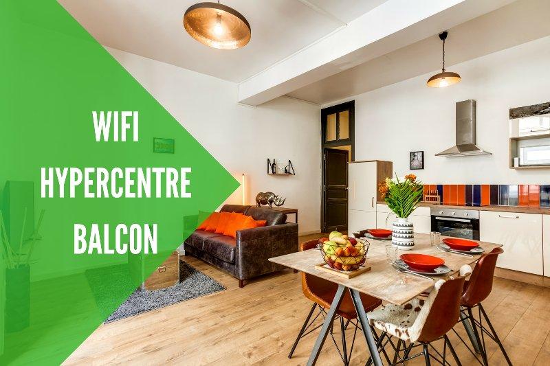 Pièce de vie: salon - salle à manger - cuisine - Appartement hypercentre Wifi et Balcon - Angers - rentals