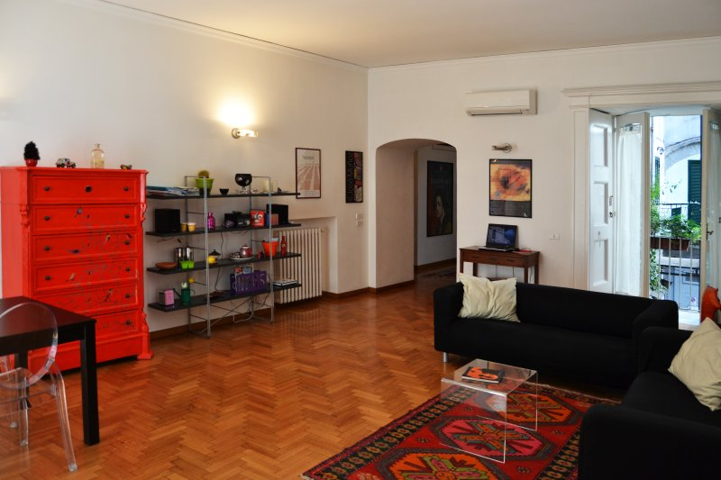 Completely redecorated it shows the high care and good taste of the architect's work... - Bella Napoli,nice apartment in the heart of Naples - Naples - rentals