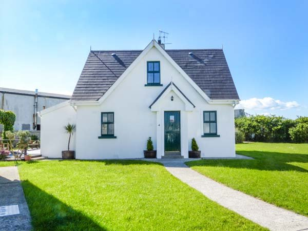 4 HOOKLESS VILLAGE, detached, multi-fuel stove, dog friendly, on-site tennis court and play area, Fethard On Sea, Ref 937506 - Image 1 - Fethard On Sea - rentals