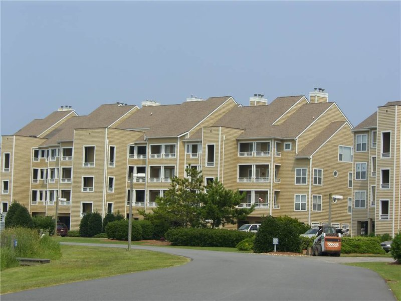 B1114-Pet Friendly at Pirate's Cove - Image 1 - Manteo - rentals