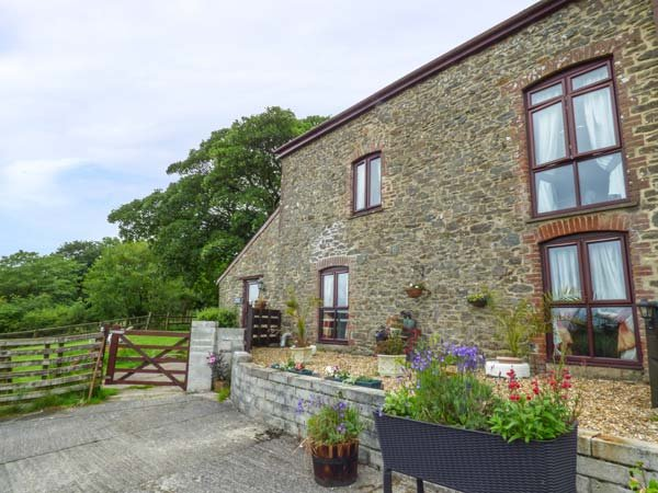 BARLEY MEADOW, pet-friendly, lawned garden, rural location, Okehampton, Ref 932543 - Image 1 - Okehampton - rentals
