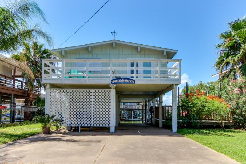 "Waterfront home w/shared pool & boat slip â€"" fish from back deck! - Image 1 - Jamaica Beach - rentals"