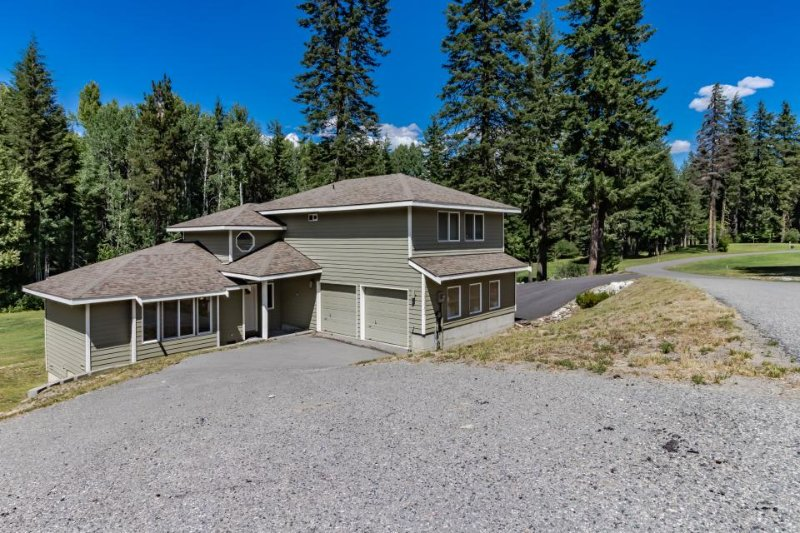Spacious home on golf course resort w/ wood stove & shared amenities, near lake - Image 1 - Plain - rentals