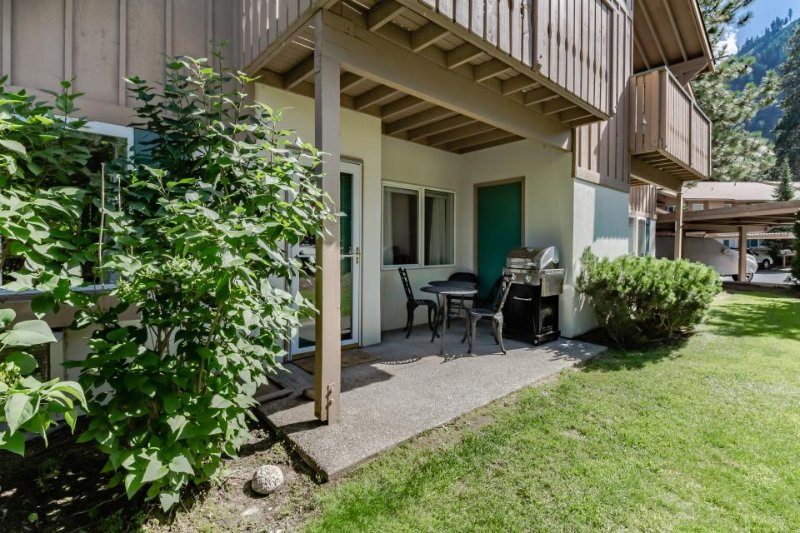 European styling w/ easy access, patio, and mountain view! Right on golf course! - Image 1 - Leavenworth - rentals