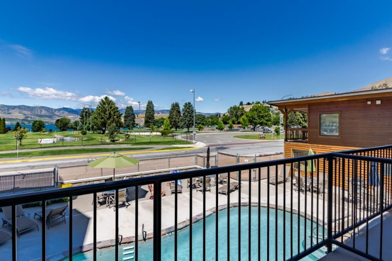 Downtown Chelan condo w/ private balcony & shared pool! - Image 1 - Chelan - rentals
