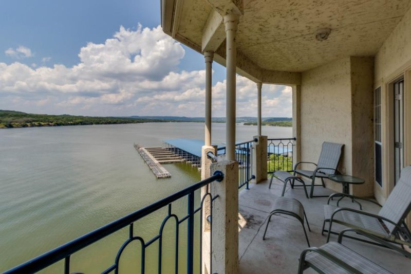 Lakefront condo w/ lake views, shared pool, hot tub & more - nearby beach access - Image 1 - Lago Vista - rentals