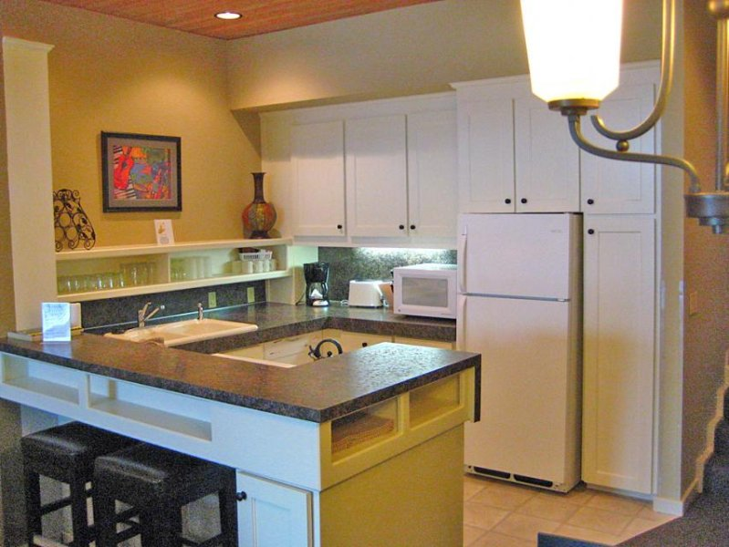 Cozy lakefront condo on Lake Chelan with a shared pool, hot tub & tennis! - Image 1 - Chelan - rentals