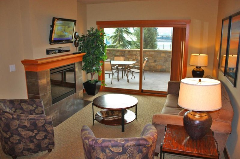 Enticing condo w/ shared year-round pool, hot tub, & game room - Image 1 - Chelan - rentals