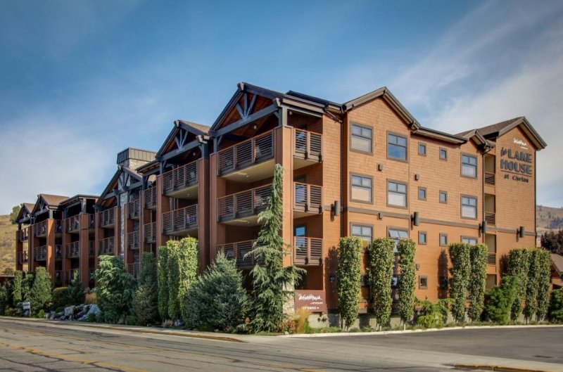 Elegant condo right in town w/ shared pool, hot tub, & firepit! - Image 1 - Chelan - rentals