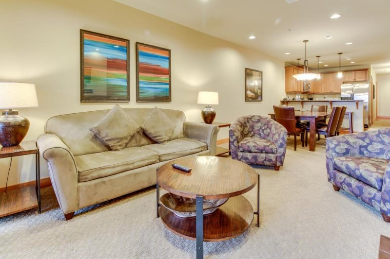 On-site game room, shared pool & hot tub, and fitness center - Image 1 - Chelan - rentals