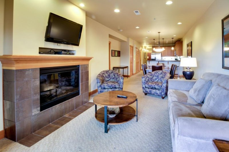 Updated, modern condo near Lake Chelan with a shared pool, hot tub & gym! - Image 1 - Chelan - rentals