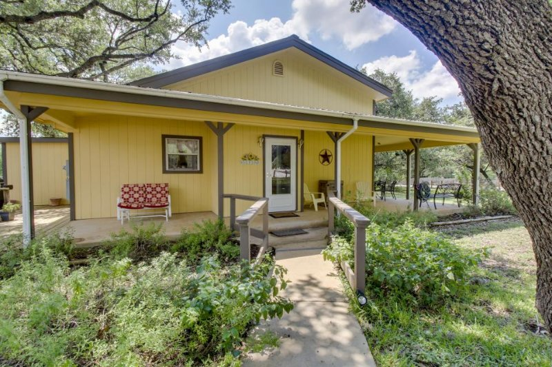 Dog-friendly home with a wrap-around porch, close to the river and town! - Image 1 - Wimberley - rentals
