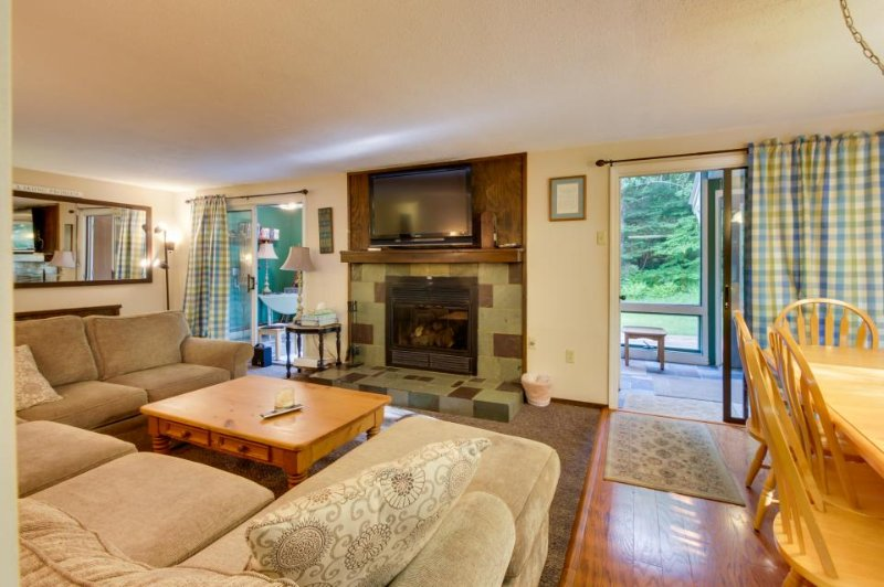 Spacious home w/ ski bus access, 2 miles from Mount Snow! - Image 1 - West Dover - rentals
