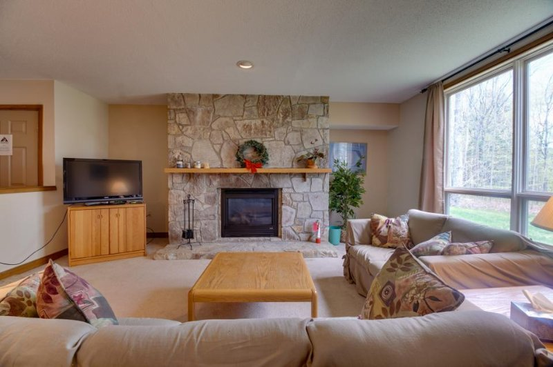 Cozy condo near the slopes w/shared hot tub, pool, fitness & more! - Image 1 - Dover - rentals