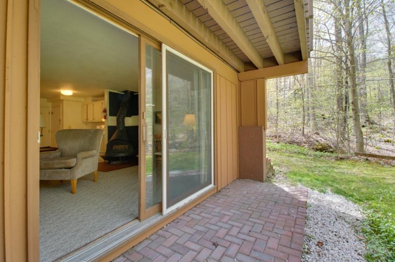 Cozy condo w/ski-in access, close to hiking, biking, golf & more! - Image 1 - Killington - rentals