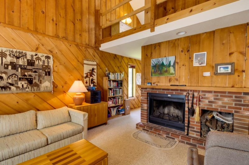 Cozy alpine home close to skiing! Offers great shared amenities, including pool! - Image 1 - Dover - rentals