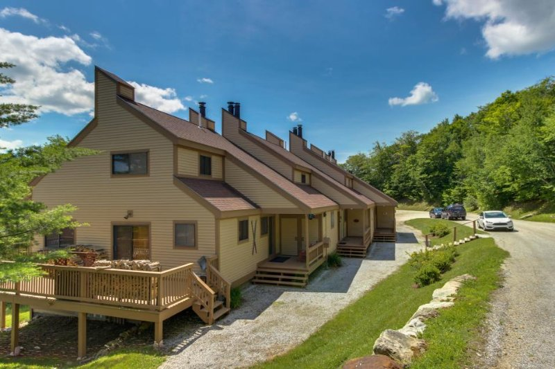 Ski-in/out condo w/shared seasonal pool & tennis, golf & nature nearby! - Image 1 - Ludlow - rentals