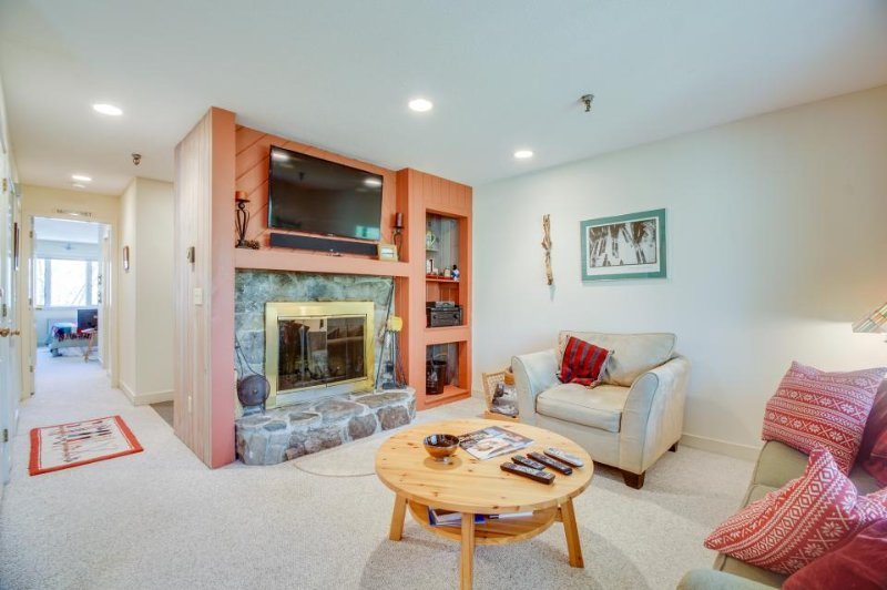 Comfortable condo w/ shared hot tub, pool & more - great location! - Image 1 - Stratton and Bromley Ski Areas - rentals
