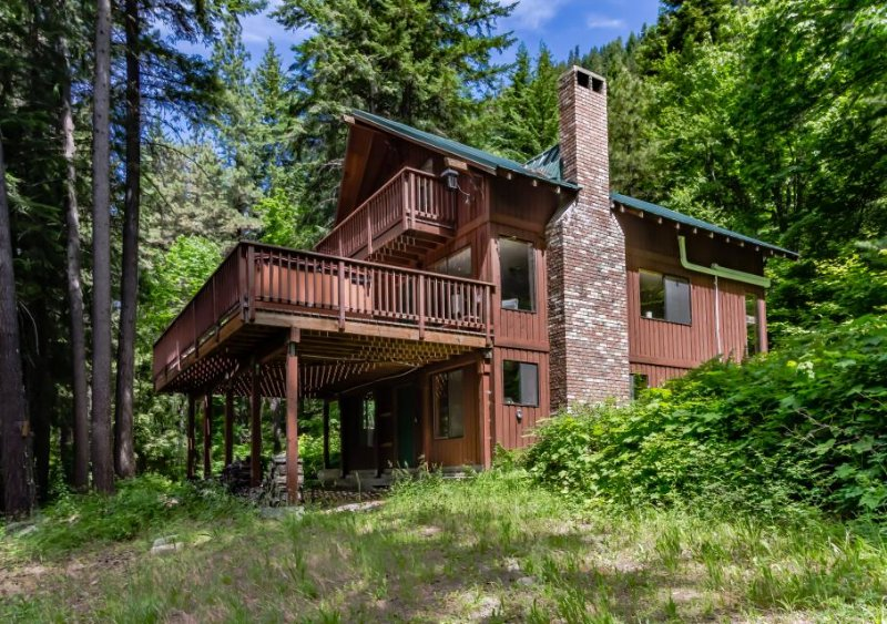 Secluded lodge w/private hot tub & views of Lake Wenatchee! - Image 1 - Plain - rentals