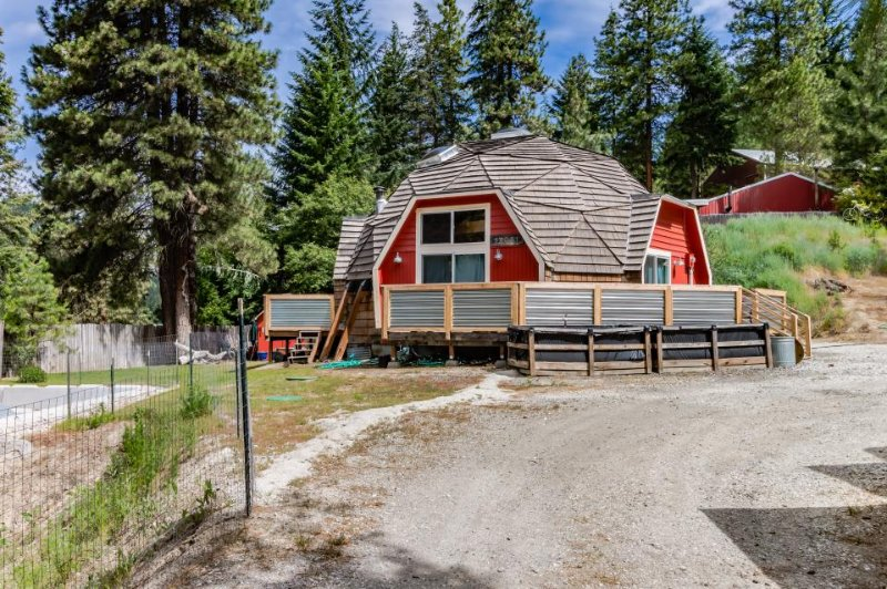 Quiet, charming, dog-friendly geodesic home w/ private hot tub - Image 1 - Leavenworth - rentals