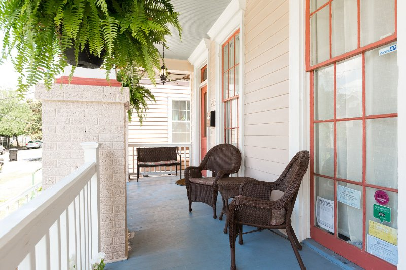 Patio - Historic Algiers Point -- 5-minute Ferry To French Quarter - New Orleans - rentals