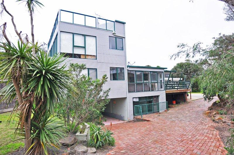 SURFSIDE BEACH HOUSE - Image 1 - Inverloch - rentals