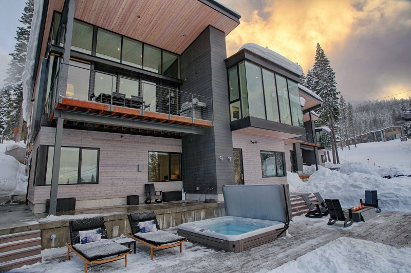 Prime mid-Mountain location with extensive outdoor living space - Modern Luxury ski-in/out Residence Mid-Mountain near Ritz - Truckee - rentals