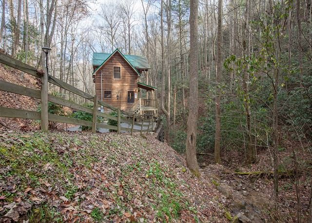 3BR Creekfront Gatlinburg Chalet w/ Theater Room! Summer Specials from $199!! - Image 1 - Gatlinburg - rentals