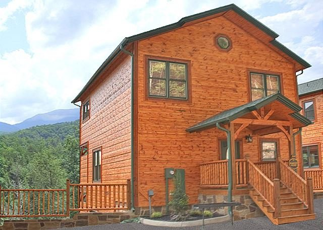 Luxurious 3BR Cabin w/ Views! One Mile from Downtown Gatlinburg. Sleeps 10. - Image 1 - Gatlinburg - rentals