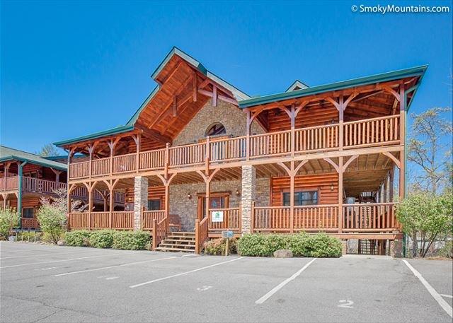 8BR Gatlinburg Lodge w/ Incredible Summer Special from $499!!! Sleeps 38. - Image 1 - Gatlinburg - rentals