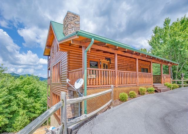 3BR Wears Valley Cabin with Incredible Views and TONS of Luxury Amenities! - Image 1 - Sevierville - rentals