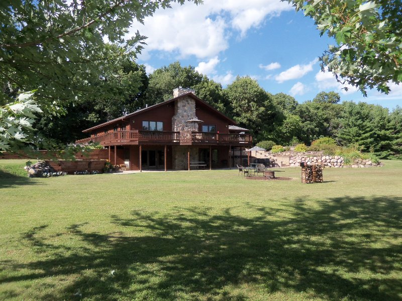 Redwood Retreat Rockton IL. on 5 acres - Image 1 - Rockton - rentals