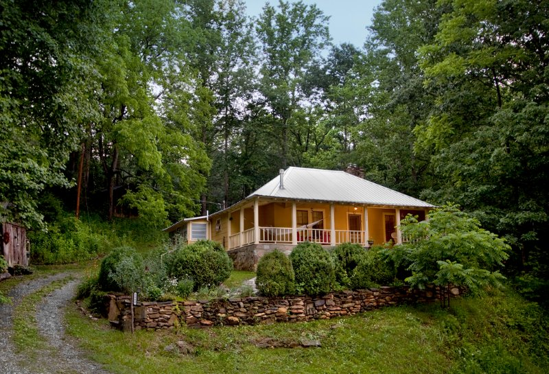 Front view of cottage - Whispering Creek Cottage - Little Switzerland - rentals