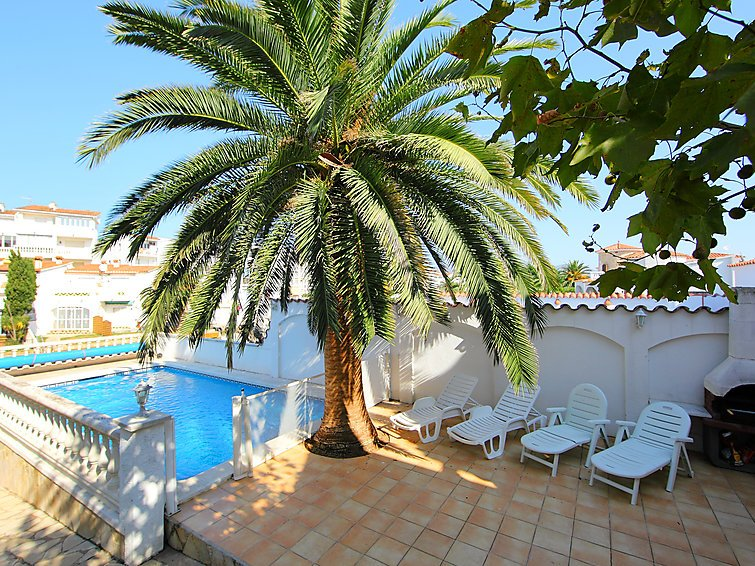 4 bedroom Villa in Empuriabrava, Costa Brava, Spain : ref 2010334 - Image 1 - Empuriabrava - rentals