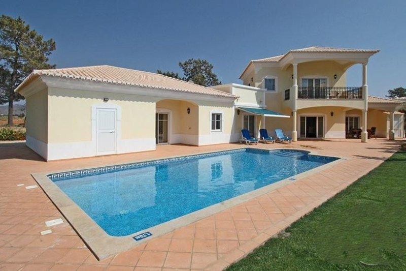 3 bedroom Villa in Vilamoura, Algarve, Portugal : ref 2022356 - Image 1 - Quarteira - rentals