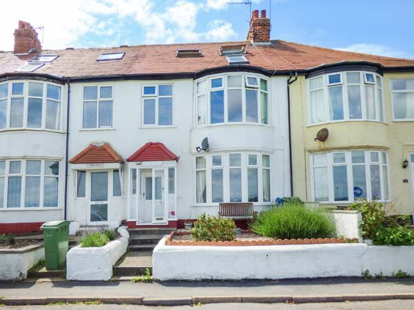 WILD WAVES, beachfront, WiFi, family-friendly accommodation, in Hornsea, Ref 927888 - Image 1 - Hornsea - rentals
