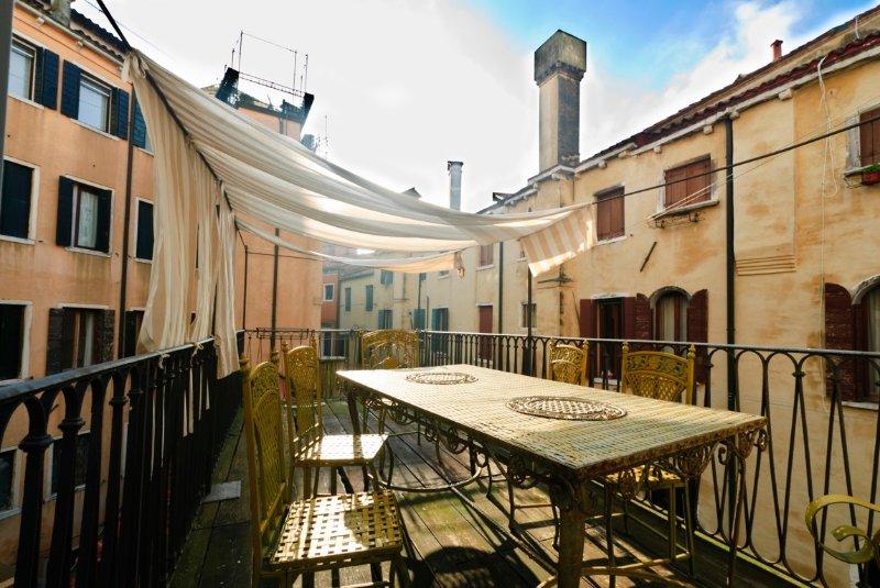 2 bedroom Apartment in Venezia, Venice, Veneto, Italy : ref 2135514 - Image 1 - Veneto - Venice - rentals