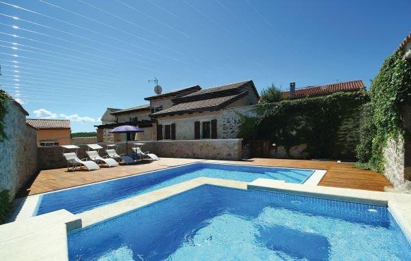 4 bedroom Villa in Visnjan-Vizinada, Visnjan, Croatia : ref 2183708 - Image 1 - Vizinada - rentals