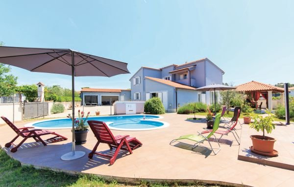 5 bedroom Villa in Pula-Valdebek, Pula, Croatia : ref 2219743 - Image 1 - Pula - rentals