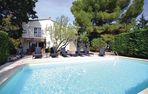 3 bedroom Villa in L Isle sur la Sorgue, Vaucluse, France : ref 2221211 - Image 1 - Saumane-de-Vaucluse - rentals