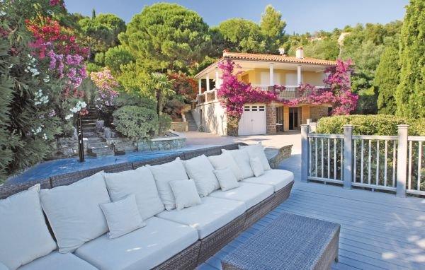 2 bedroom Villa in Rayol-Canadel-sur-Mer, Var, France : ref 2221890 - Image 1 - Le Rayol-Canadel - rentals