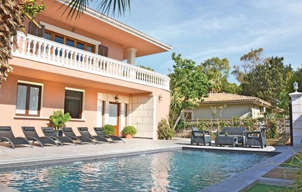 6 bedroom Villa in Platges de Muro, Majorca, Mallorca : ref 2239518 - Image 1 - Playa de Muro - rentals