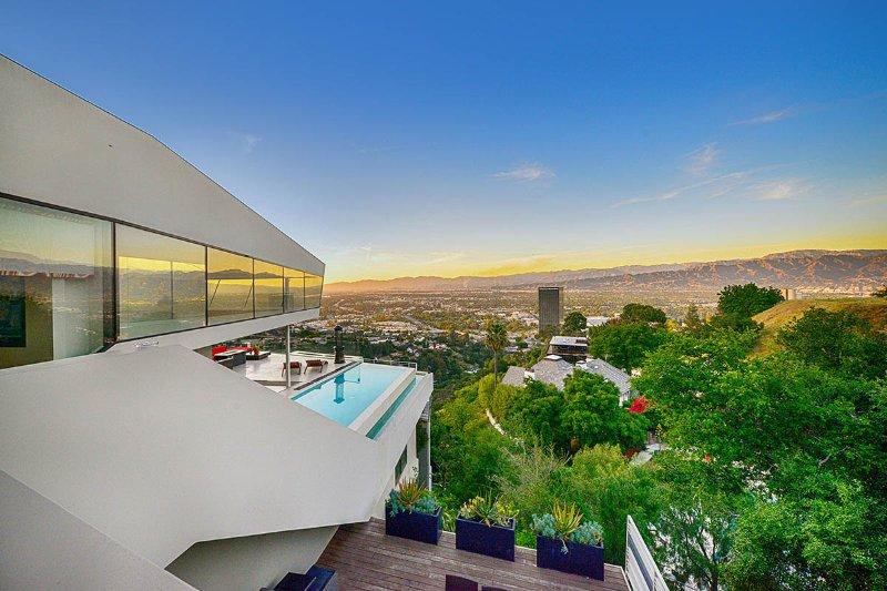 Luxury City View, Sleeps 8 - Image 1 - Los Angeles - rentals